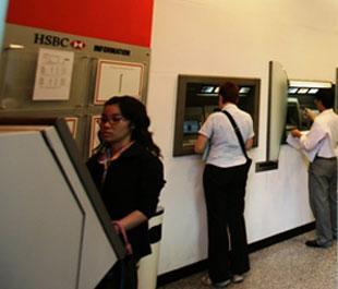 HSBC dự kiến sẽ đầu tư khoảng 28,55 triệu USD phát triển các tiện ích dịch vụ ngân hàng tự động tại Việt Nam trong 3 năm tới.